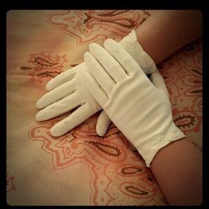 Vintage Bow Gloves. New listing =)